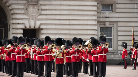 Queen's guards play Game of Thrones theme song