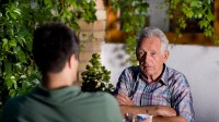 8 ways to spark a chat with a dementia patient